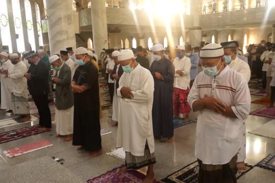Digelar terbatas, shalat Idul Adha berjalan lancar