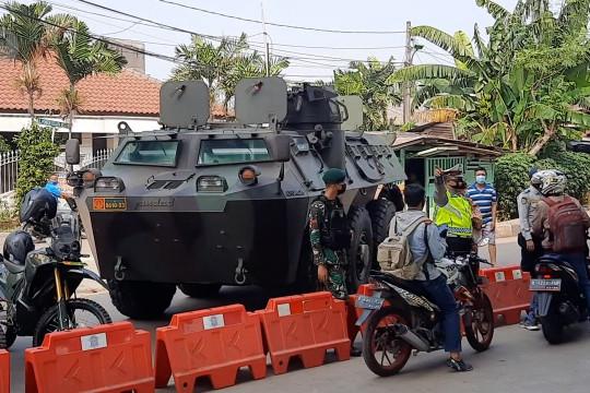 Petugas kerahkan kendaraan taktis tutup akses menuju Jakarta