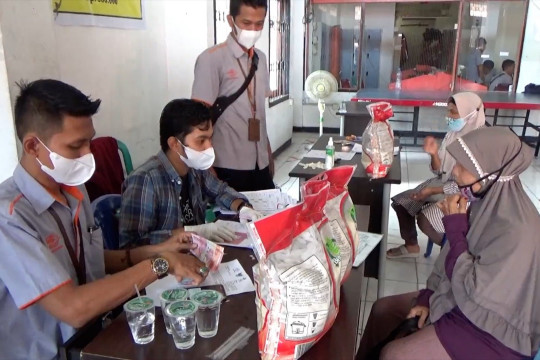 Kantor Pos Padang mulai salurkan BST dan PKH PPKM
