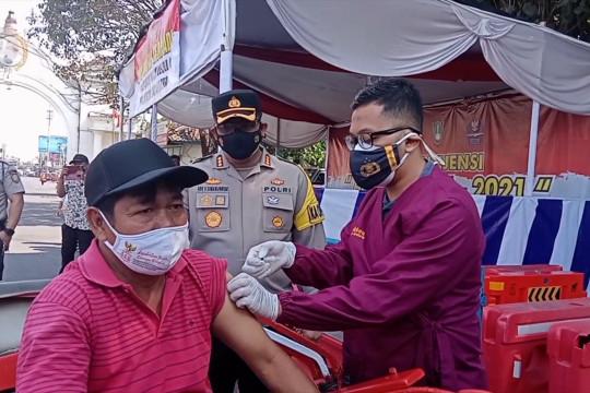 Polresta Surakarta operasikan pos pantau PPKM di pasar tradisional
