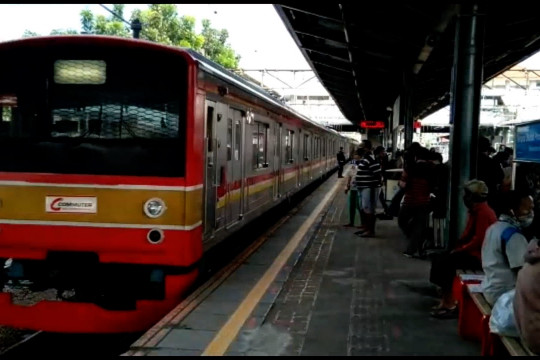 Mulai 12 Juli calon penumpang KRL tanpa STRP dilarang naik