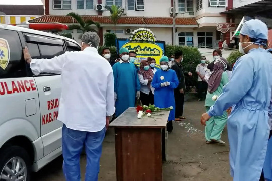 Dokter RSUD Berkah meninggal, Bupati Pandeglang beri penghormatan