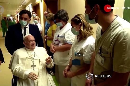 Selesai operasi, Paus kembali ke Vatikan