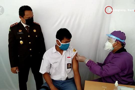 Vaksinasi lantatur di Polda Kalteng & 500 dosis vaksin untuk pelajar Pandeglang