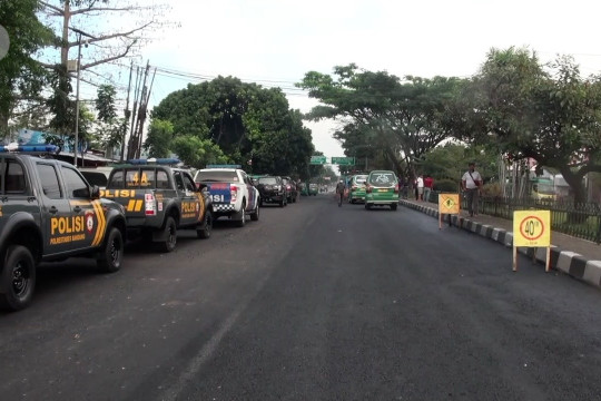 Polrestabes Bandung tutup akses jalan di batas kota