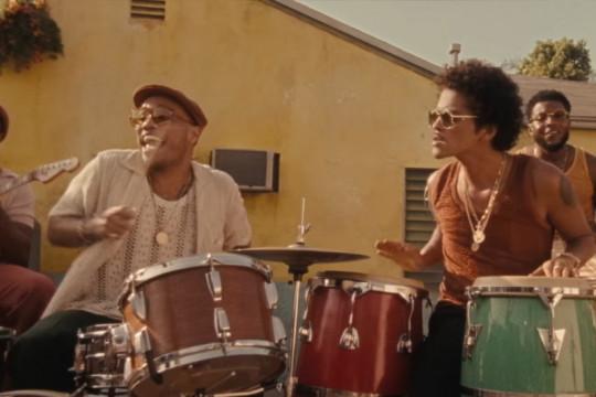 """Bruno Mars kembali hadirkan suasana 1970-an lewat """"Skate"""""""