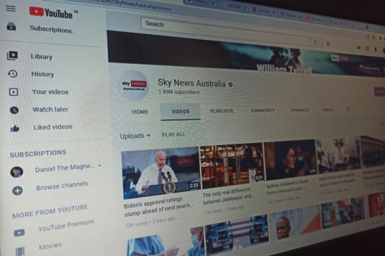YouTube tangguhkan akun Sky News Australia
