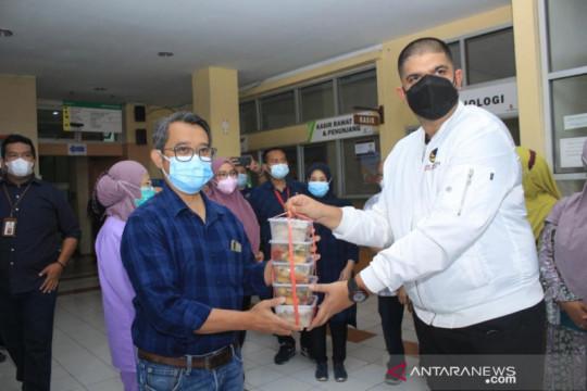 Nasdem Jabar bagikan ribuan paket makanan selama pandemi COVID-19