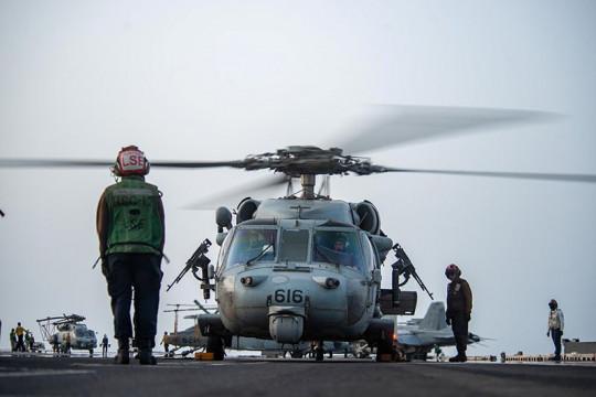 Helikopter Angkatan Laut AS jatuh