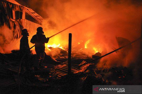Kebakaran gudang dan kios pedagang di Bekasi