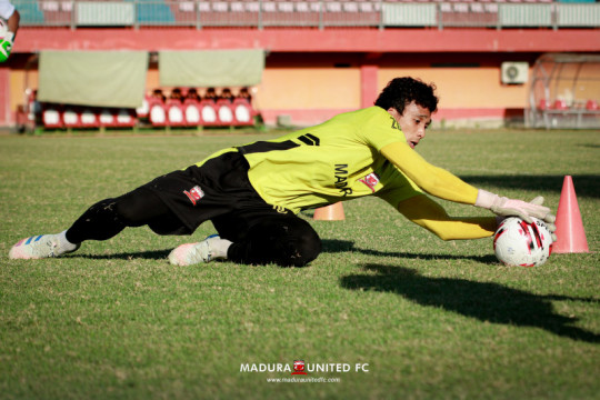 Kiper Madura United sibuk jadi pemateri seminar selama libur latihan
