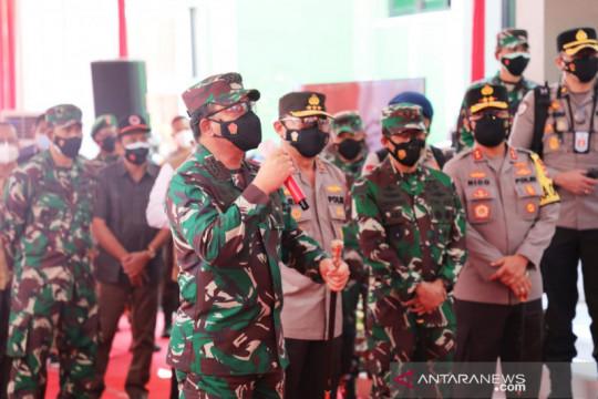 """Panglima TNI berikan bantuan 100 unit laptop """"tracer"""" COVID-19"""