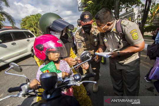 Airlangga: PPKM level 4 berlanjut di 21 provinsi di luar Jawa Bali