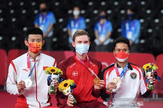 Peraih emas Axelsen berikan ucapan untuk Chen Long dan Anthony Ginting