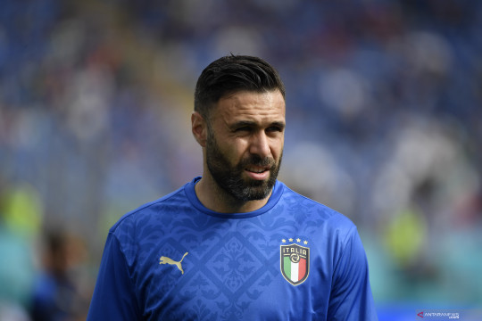 Genoa resmi dapatkan kiper timnas Italia, Salvatore Sirigu dari Torino