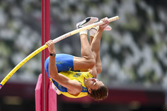Mondo Duplantis kampiun lompat galah, gondol emas Tokyo 2020