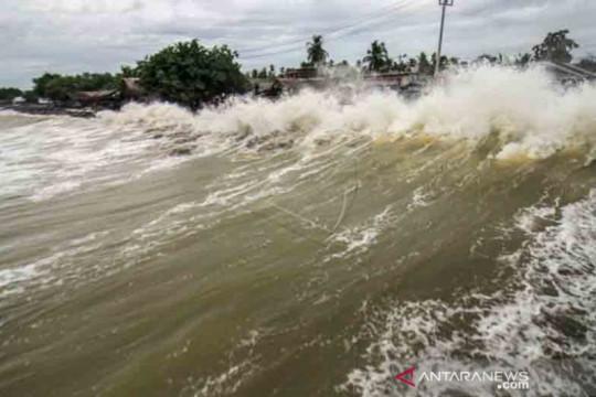 BMKG: Waspadai gelombang tinggi 6 meter di perairan Aceh