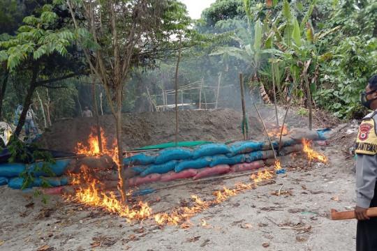 Aktivitas penambangan emas ilegal di Gunung Botak Maluku masih terjadi