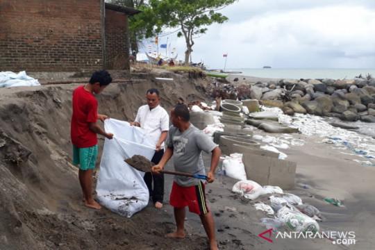 Tiga lokasi abrasi pantai di Padang Pariaman butuh penanganan serius