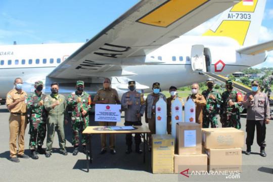 Wakil Gubernur Papua Barat jemput oksigen dan APD bantuan BNPB