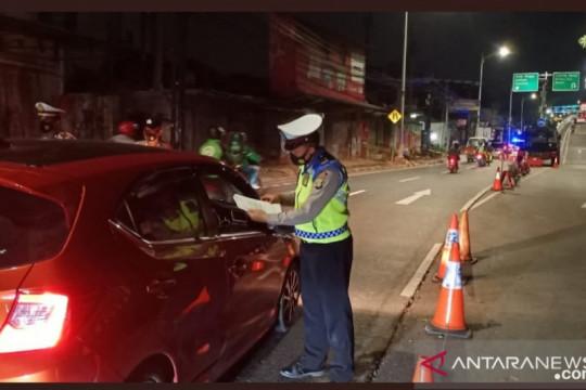Polri lakukan penyekatan lalu lintas di Jakarta dalam pelaksanaan PPKM
