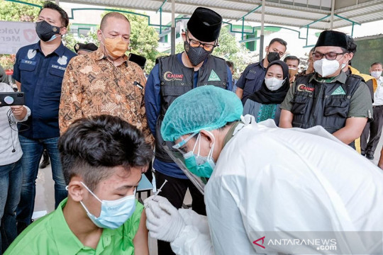 Menparekraf apresiasi sentra vaksin anak di Jakarta Barat