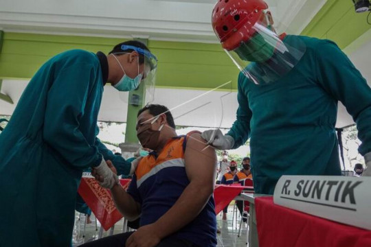 Vaksinasi COVID-19 kepada narapidana