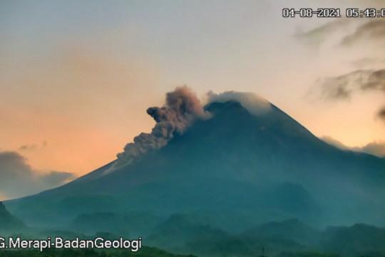 Awan panas guguran Gunung Merapi meluncur sejauh 1.400 meter