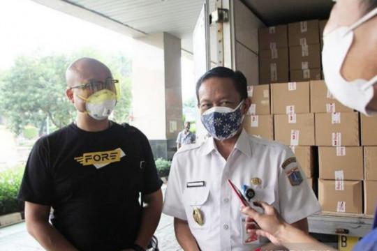 Pemkot Jaksel bagikan 300 paket sembako untuk PKL
