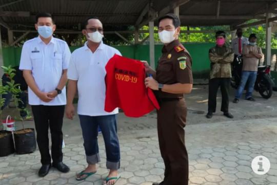 Wabup Lampung Tengah dihukum bersihkan masjid akibat langgar prokes