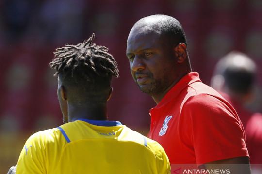 Patrick Vieira ingin pertahankan Wilfried Zaha