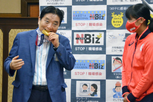 Kelakuan wali kota Nagoya gigit medali Olimpiade membuat Toyota marah