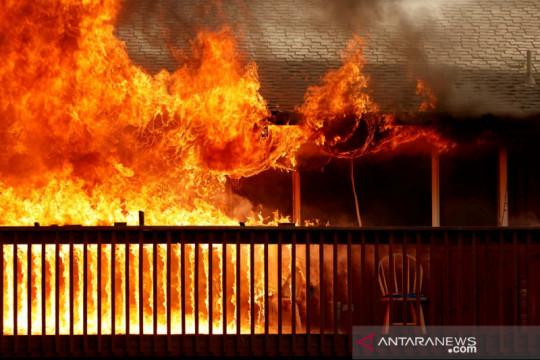 Api Dixie hanguskan kota bersejarah di California