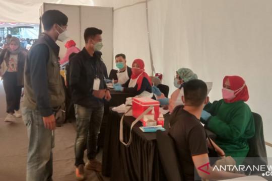 Program vaksinasi massal di Karawang terkendala server down