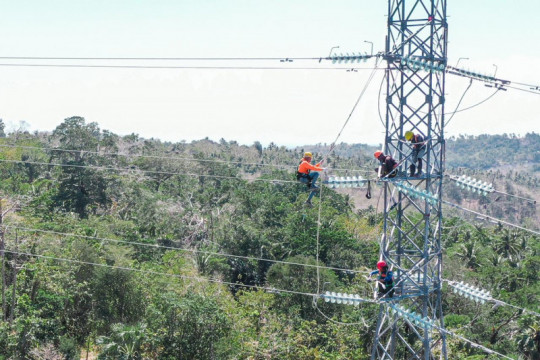 PLN tuntaskan pembangunan tiga menara perkuat kelistrikan Pulau Timor