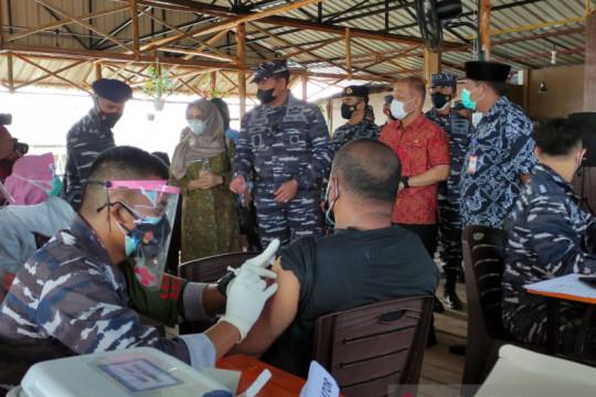 TNI AL vaksin 400.000 warga pesisir di seluruh Indonesia