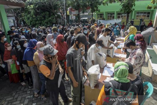 Penyaluran beras bantuan sosial tambahan