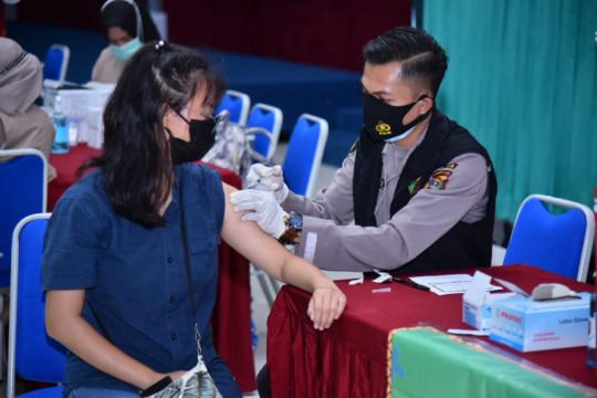 Polda Lampung  gelar vaksinasi gratis di Universitas Bandar Lampung