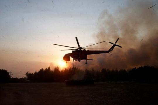 Kebakaran hutan Yunani, api sapu kota di luar Athena