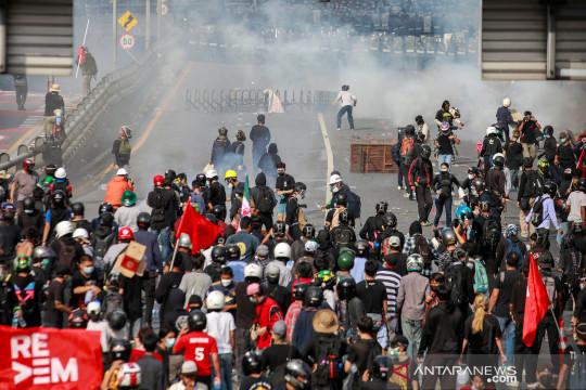 Unjuk rasa di Bangkok rusuh