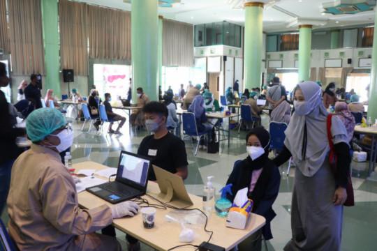 UII Yogyakarta gelar vaksinasi COVID-19 untuk keluarga dosen