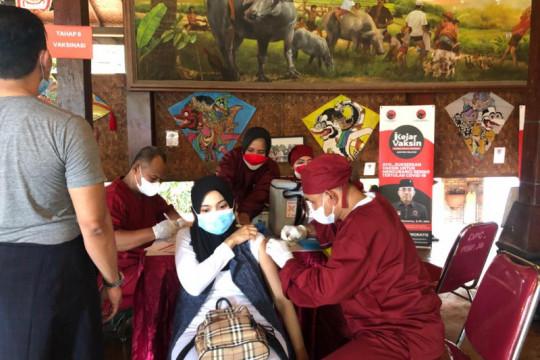 DPC PDIP Jaksel sasar 1.500 warga dalam vaksinasi massal