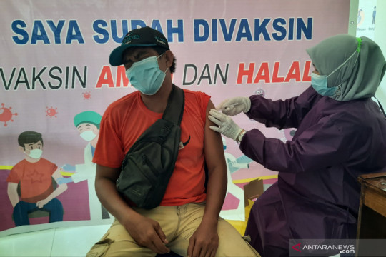 Penerima vaksin lengkap capai 23,7 juta warga Indonesia