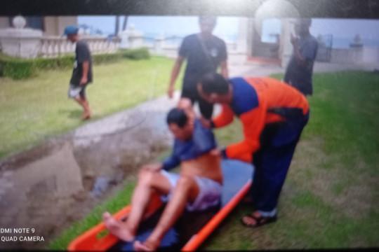 Tim evakuasi selamatkan wisatawan pesisir Pantai Anyer