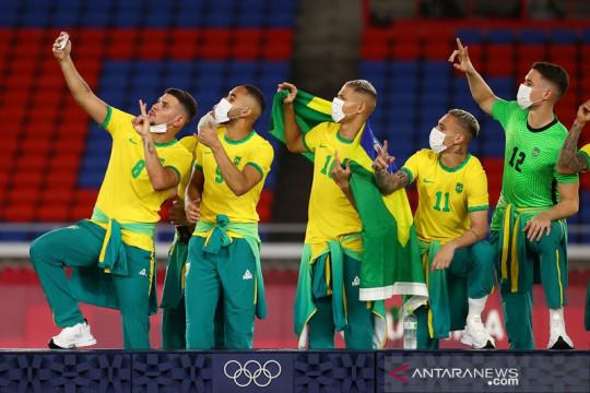 Medali emas sepak bola Olimpiade sisakan konflik sponsor di Brazil