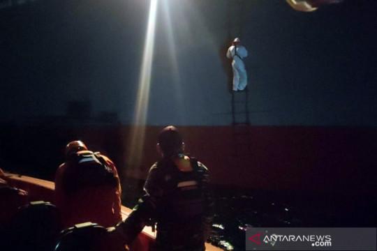 Tim SAR Bali jemput 5 ABK KM Eka Jaya 1 yang kecelakaan di Laut Jawa