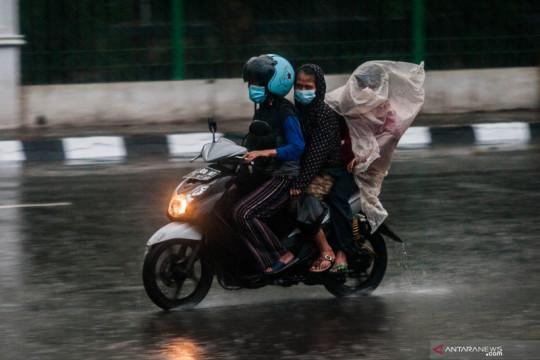 BMKG peringatkan potensi hujan sedang-lebat serta angin kencang
