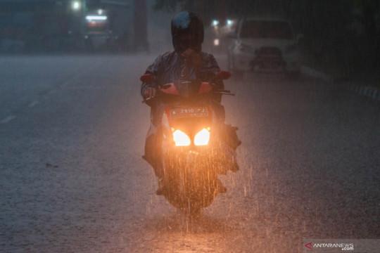 Hujan lebat diprakirakan meliputi sebagian besar wilayah Indonesia