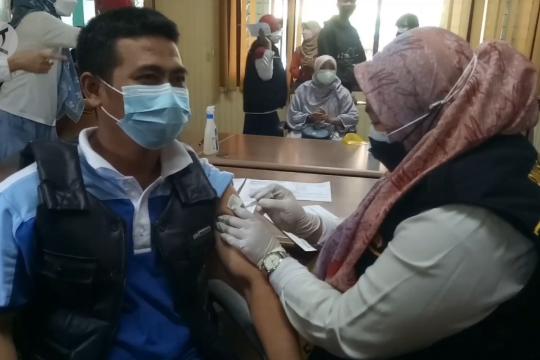 Pemkot Tangerang vaksinasi 10.238 nakes untuk dosis ke 3