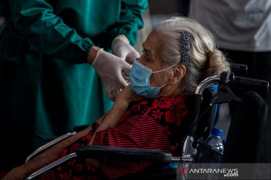 Kemarin, Penyintas COVID usia 100 tahun dan syarat bebas COVID di mal